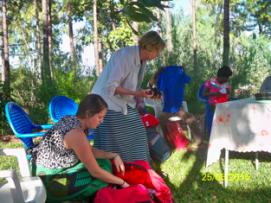 Helen giving gifts to volunteers